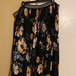 Floral Elastic Waist with Silver Trim Skirt